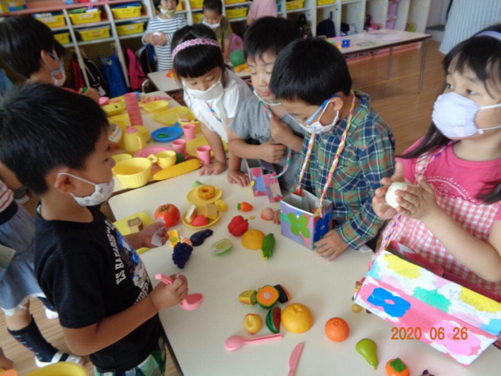 教室でお買い物ごっこ(4歳児)